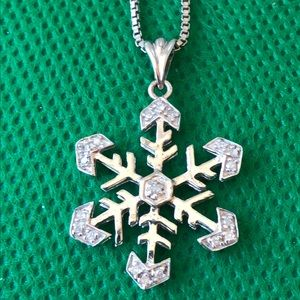 Jewelry - Vintage sterling silver snowflake pendant necklace